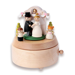 Wooderful Life Music Box – Happily Ever After